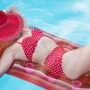 เหตุผลที่สาวๆมักเลือกชุดว่ายน้ำที่มีสีสดใส