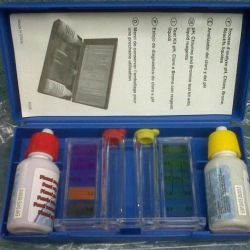 ชุดน้ำยาทดสอบ PH และคลอรีน